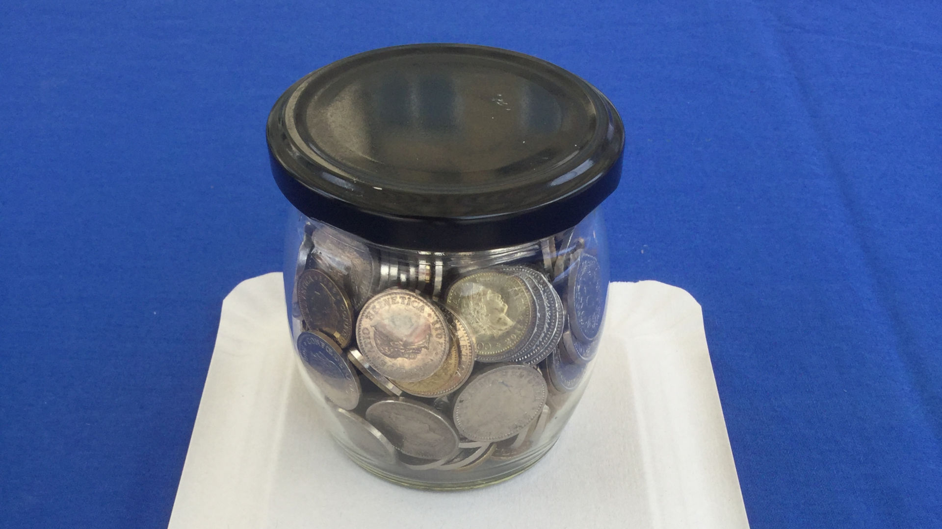 Das geheimnisvolle Konfitüreglas mit Münzen