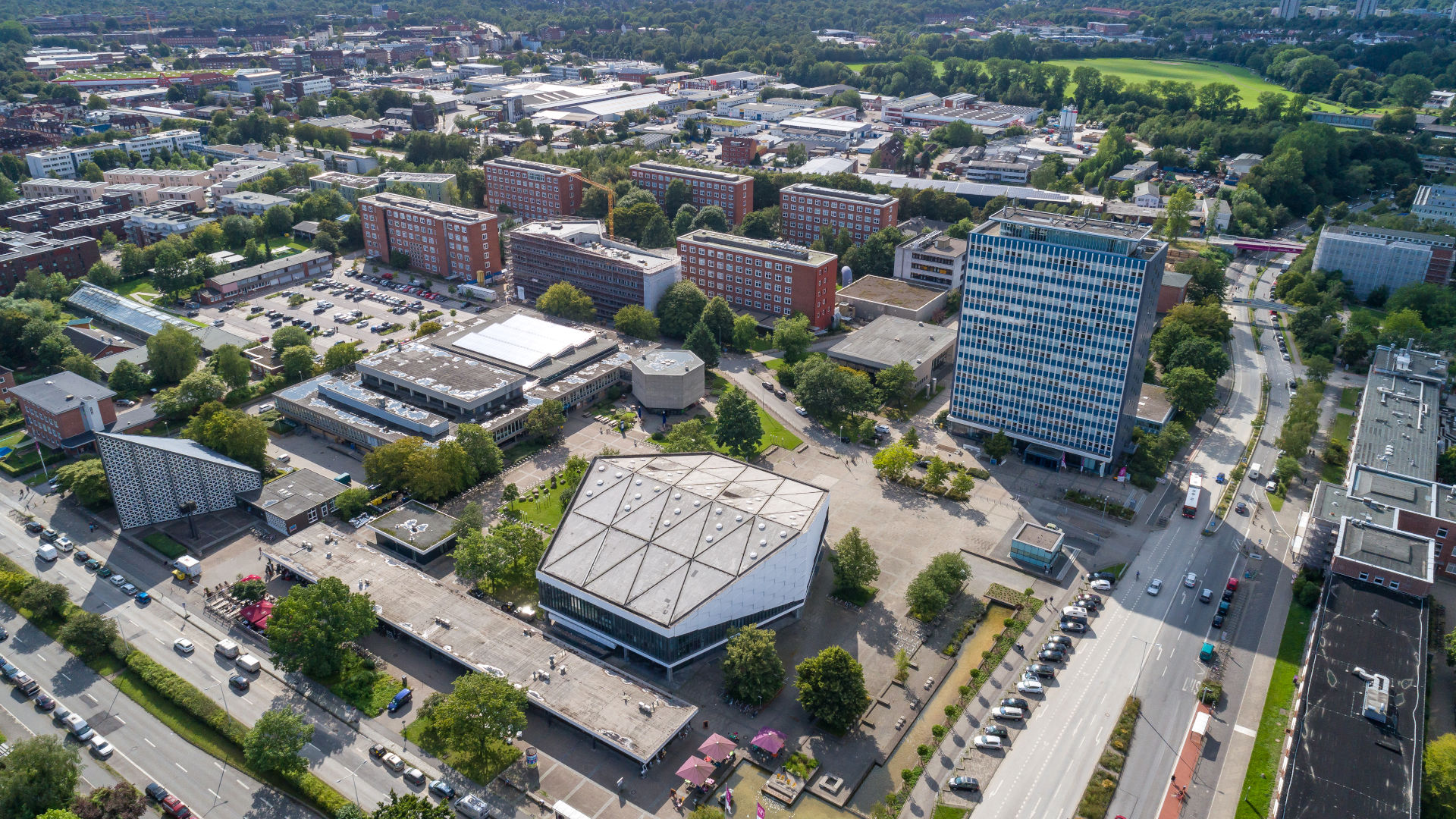 Kiel, Blick auf den Christian-Albrechts-Platz mit Uni-Hochhaus und weiteren Gebäuden
